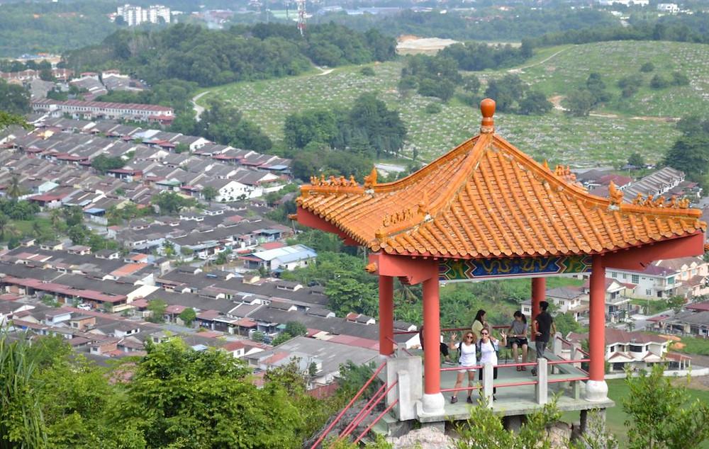 El Perak Tong Temple se extiende por un camino lleno de pagodas y buenas vistas