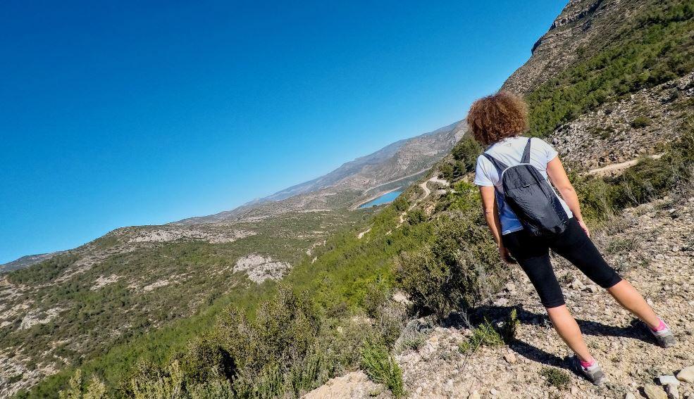Si alargas un poco tu caminata podrás disfrutar de hermosas vistas al Embalse de Loriguilla