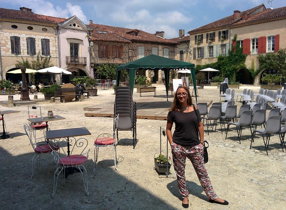 La plaza de Labastide d'Armagnac conserva perfectamente su aspecto medieval