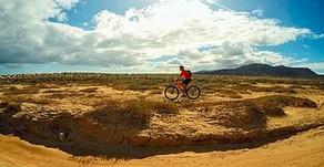 Cómo recorrer en bici La Graciosa, la más pequeña de las Islas Canarias