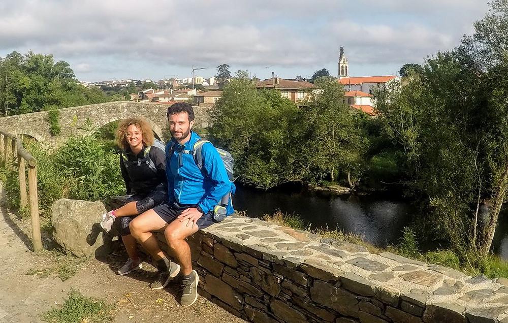 El puente sobre el río Furelos fue uno de los puntos más especiales de la etapa