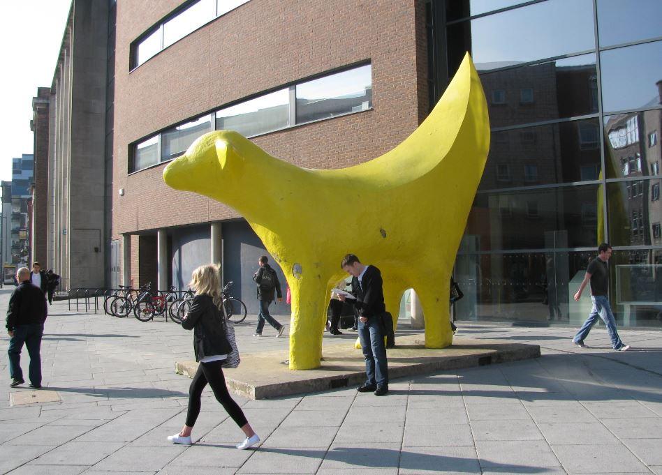 Superlambanana es una escultura que nos llamó la atención desde el primer momento