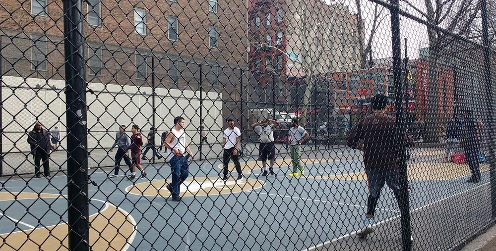 Un partido de basket en The Cage