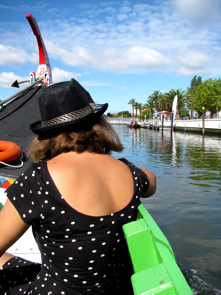 Recorriendo los canales de Aveiro en moliceiro