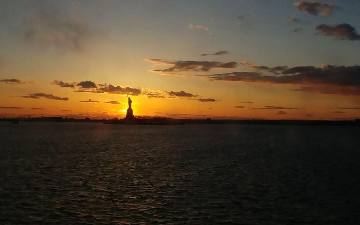 Ver la puesta de sol con la Estatus de la Libertad de fondo fue uno de los mejores momentos del viaje a Nueva York