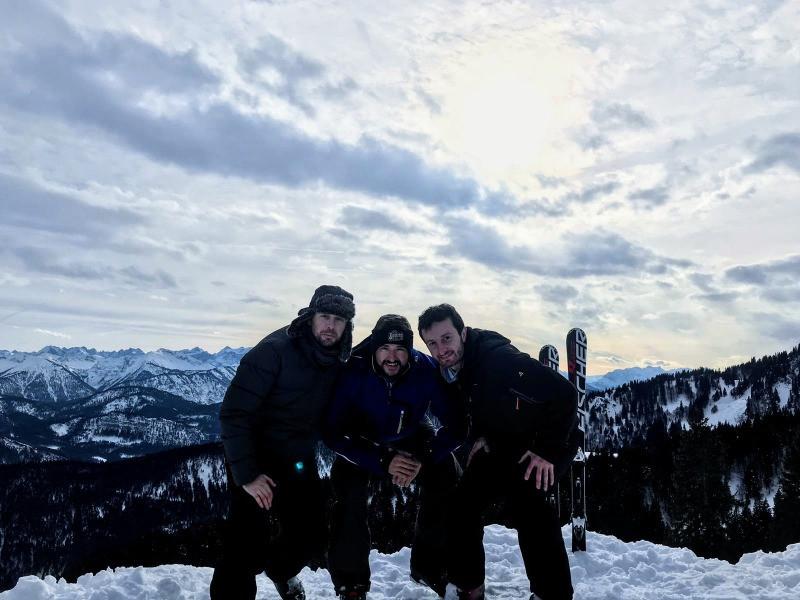 Esquiando con los Alpes de fondo en Brauneck