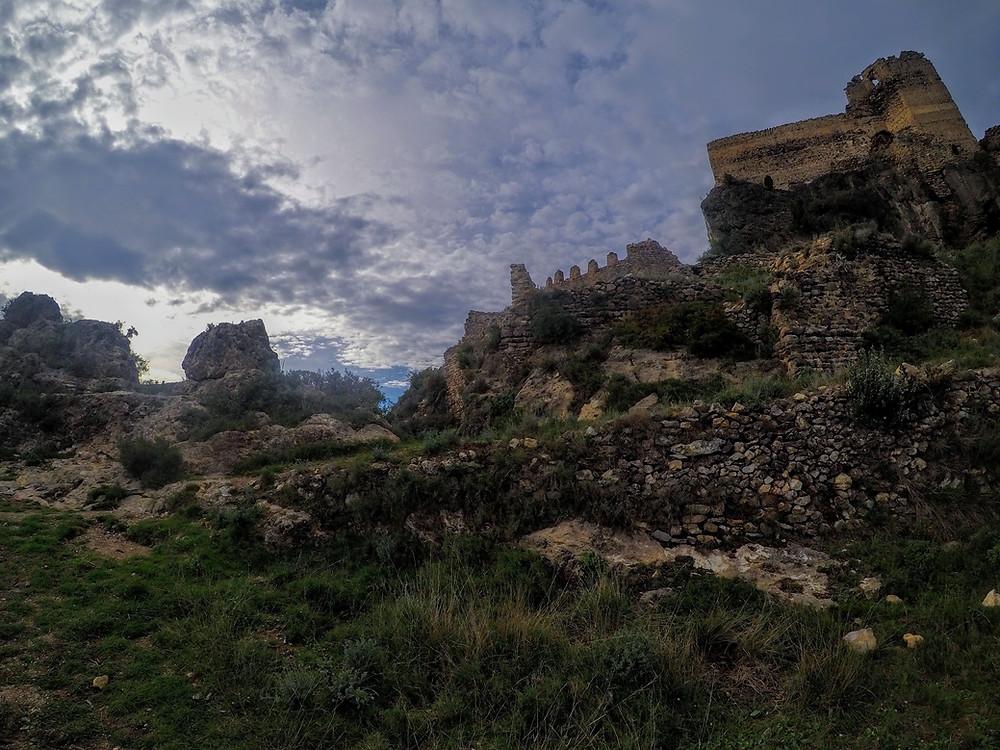 Castillo de Mauz, Sueras