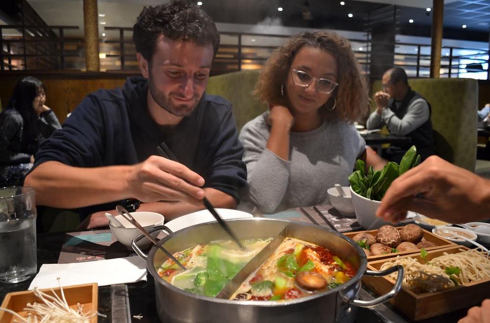 Vaya hot pot más delicioso probamos en The Happy Lamb