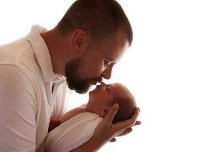 Natural Newborn Baby with Dad / Parent Photos In White Studio - Photography Photoshoot Aldershot Hampshire