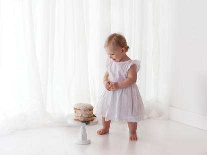 birthday girl photo shoot cake smash