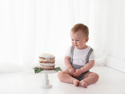 1st birthday cake smash photo shoot covering the guildford area