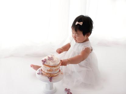 Natural Baby 1st birthday cake smash Photos - Photography Photoshoot Aldershot Hampshire