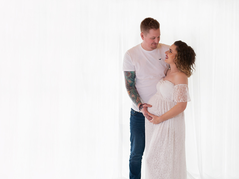 Natural Maternity & Family Photos- Photography Photoshoot Aldershot Hampshire