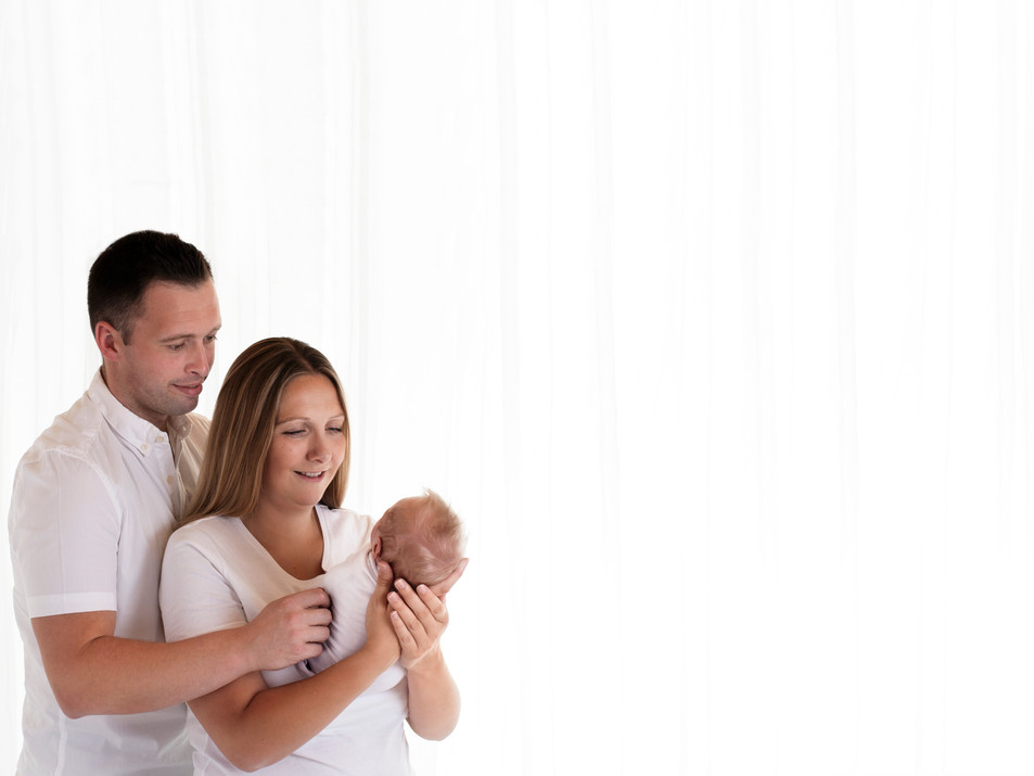 Natural Newborn Baby with Mum & Dad / Parent Photos In White Studio - Photography Photoshoot Aldershot Hampshire - Family Pictures