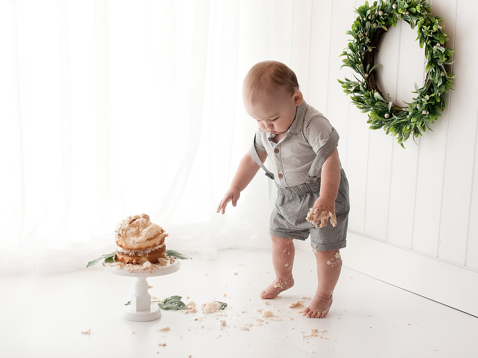 Natural Baby 1st birthday cake smash Photos - Photography Photoshoot Aldershot Hampshire