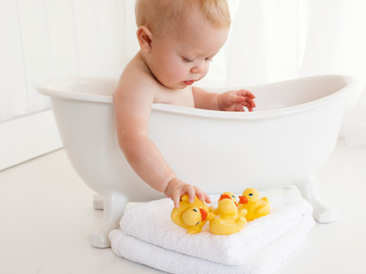Fun Bathtime Spash After Baby 1st birthday cake smash Photos - Photography Photoshoot Aldershot Hampshire rubber ducks