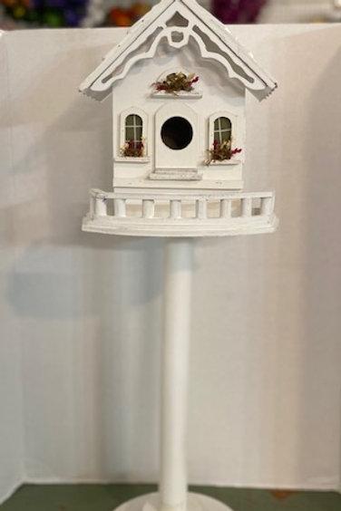 Victorian Pedestal Birdhouse