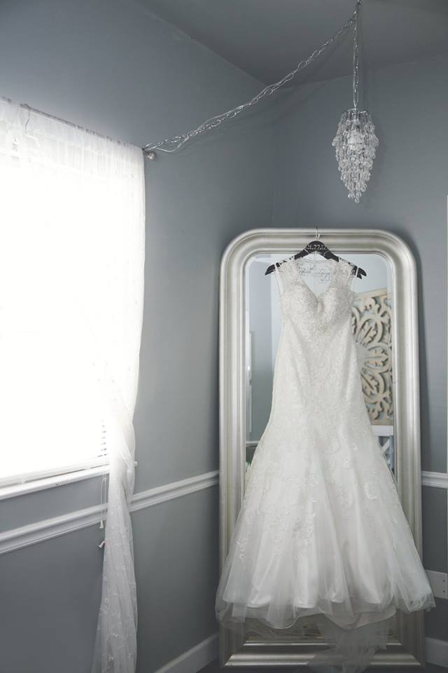 brides room dress mirror