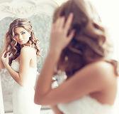 鏡を見花嫁