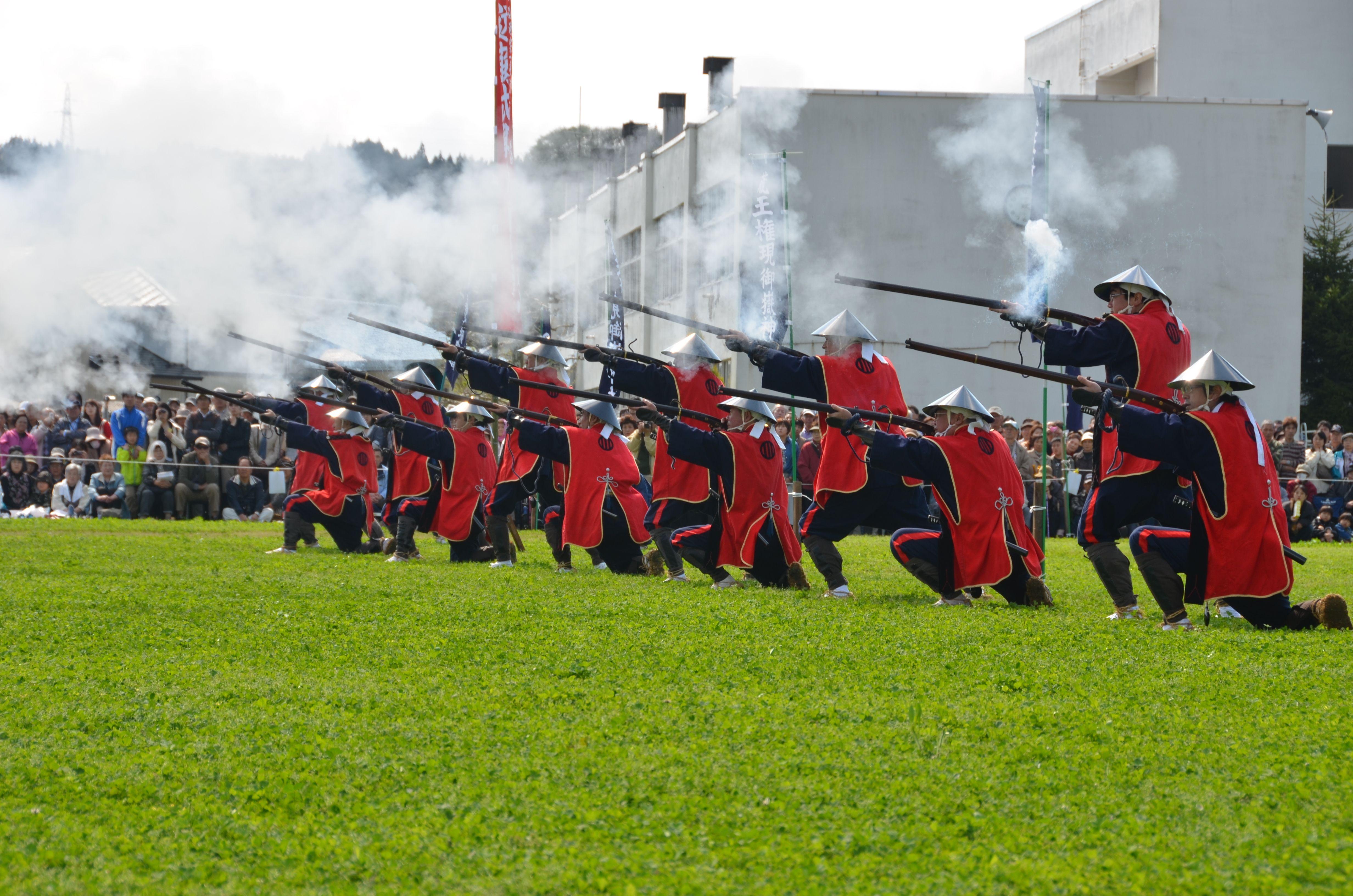三百余年の歴史を有する「花山鉄砲まつり」