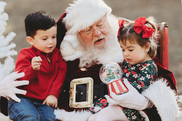 santa pictures in the woodlands. pictures with santa the woodlands