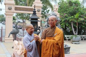 Cựu Học Ni Chùa Thiền Đức kính bái