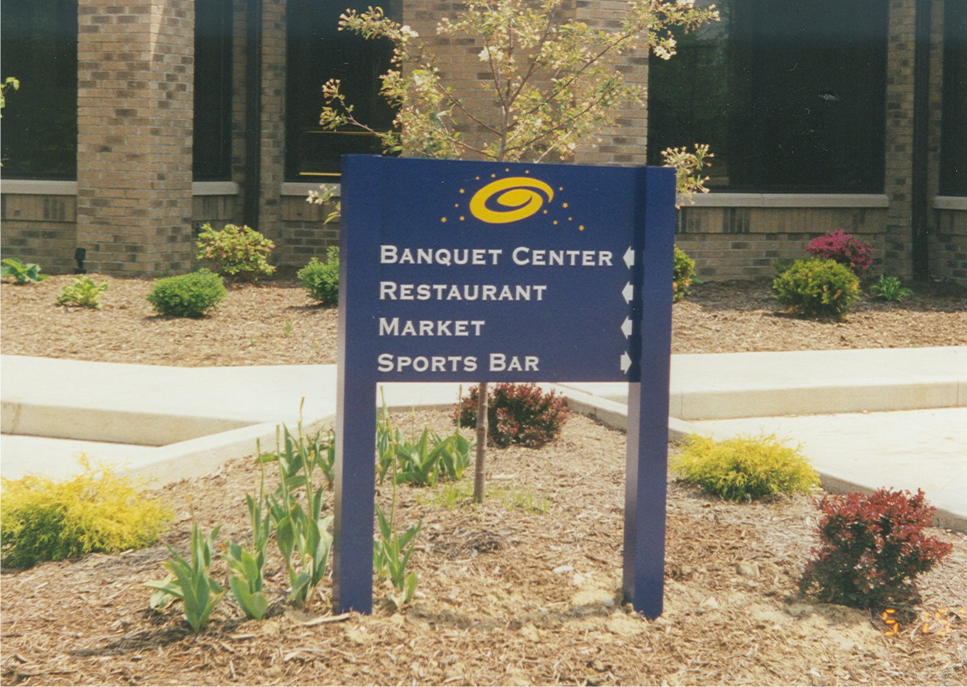 aluminum entrance sign