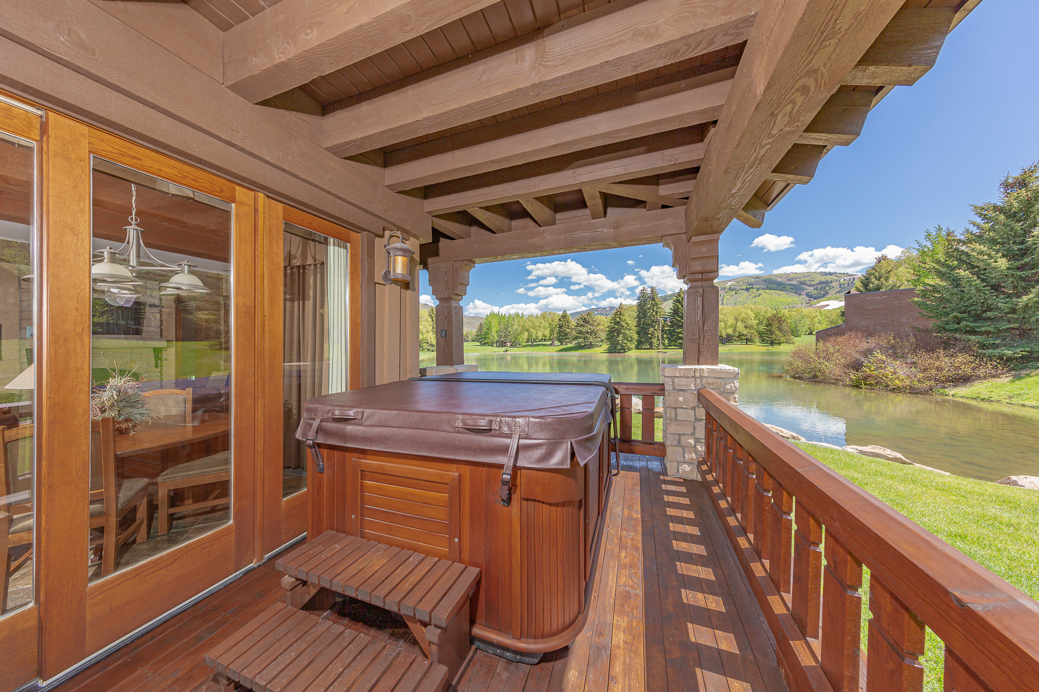 AK_SLCAK_cottage_balcony