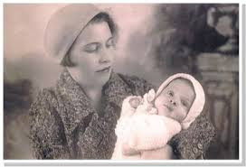 Baby Faigie & her mother Batia Schmidt