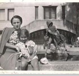 Faigie & her aunt