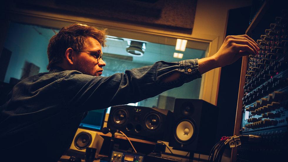 Frederik Uglebjerg soundengineer indspilning mixing mastering recording lydstudie musikstudie aarhus århus musikproducer lydtekniker
