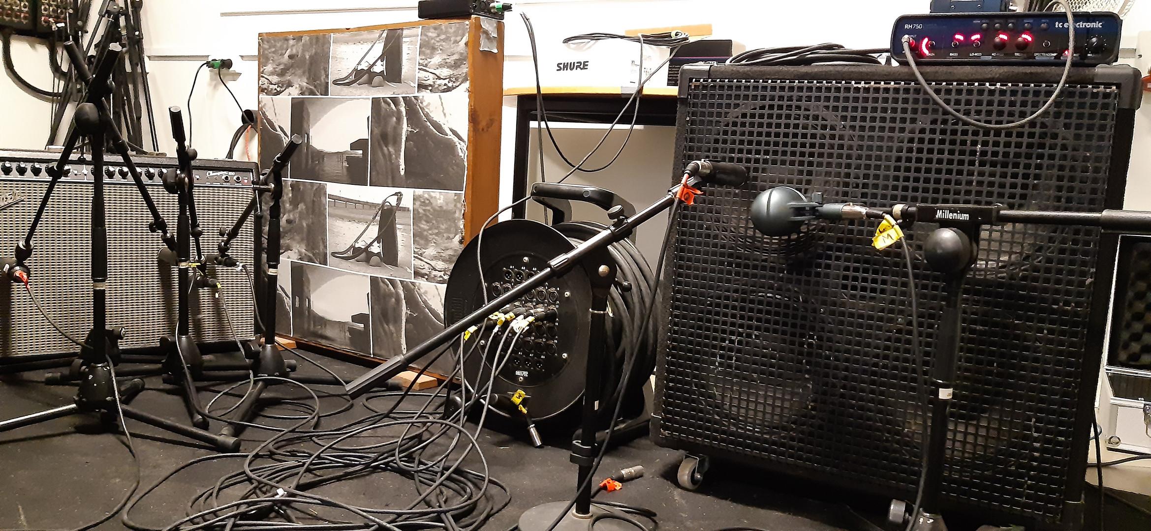 Recording bass and guitar