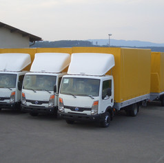 Durchlade-Planenanhängerzüge mit Nissan