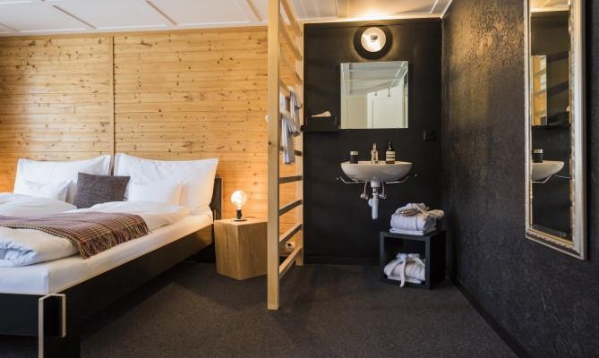 Room_75c839aa-e1d7-4325-aef0-326e7c8d77b