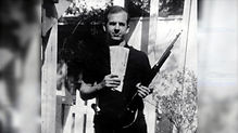 lee harvey oswald with rifle