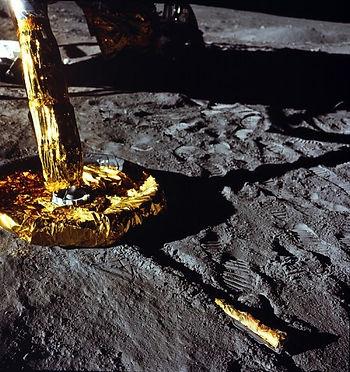 moon landing leg