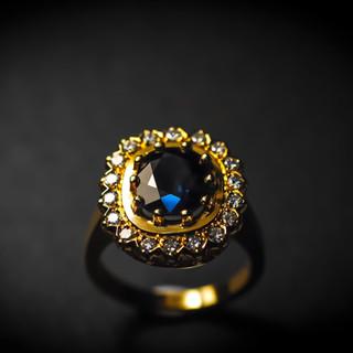 Gelbgold Saphir Ring mit Diamanten.jpg