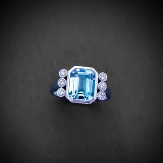 Weißgold Ring mit Aquamarin und Diamante