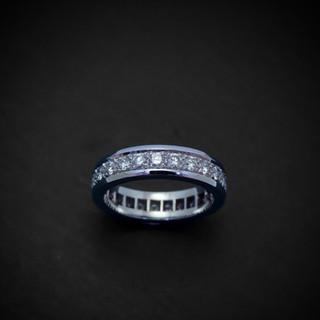 Weißgold Ring mit Diamanten rundherum001