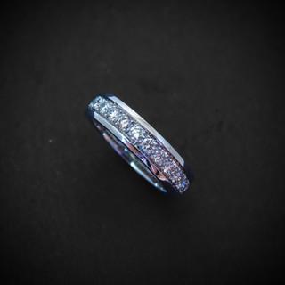 Weißgold Ring mit Diamanten rundherum002