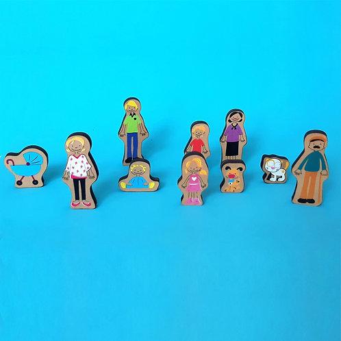 Familia con integrantes de madera