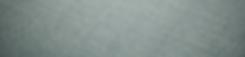 Apparentemente monomaterico, vuole la luce per mostrare la sua vera natura. Le sottili venature di viscosa appaiono in tutta la loro lucentezza e ricchezza. La natura predominante della lana opaca e materica nasconde gli intarsi irregolari e cangianti.
