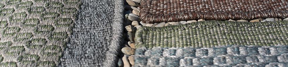 Tappeto in fibra sintetica 'w-proof'®, tessuto a mano. Levante è il risultato della nostra ricerca sulle tessiture manuali e le loro applicazioni, per prodotti di grande impatto visivo, durata e qualità di lavorazione.