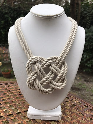 Double Oyster Heart Knot