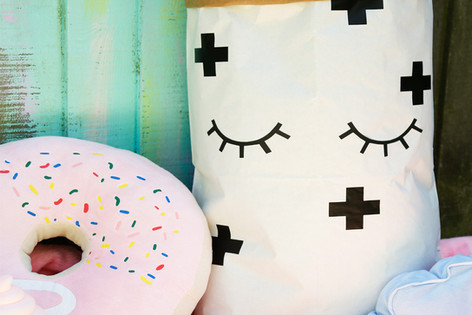 Cute paper storage bag