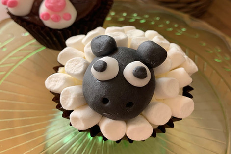 Sheep and bunny cupcakes