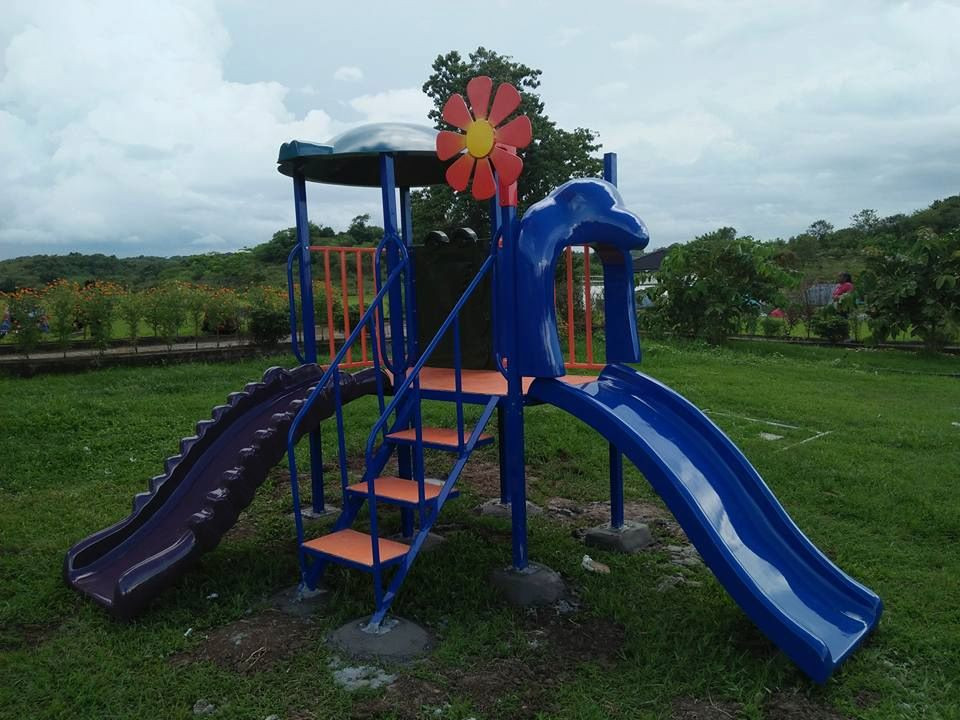 Play Equipment # 1  - Small Croc Slide - Day Care Slide w/ Eagle Arch - Corc Panel - Roof w/ Design - Stari withSteel Railing - Sunflower  Suitble for age 3 to 6 yrs old