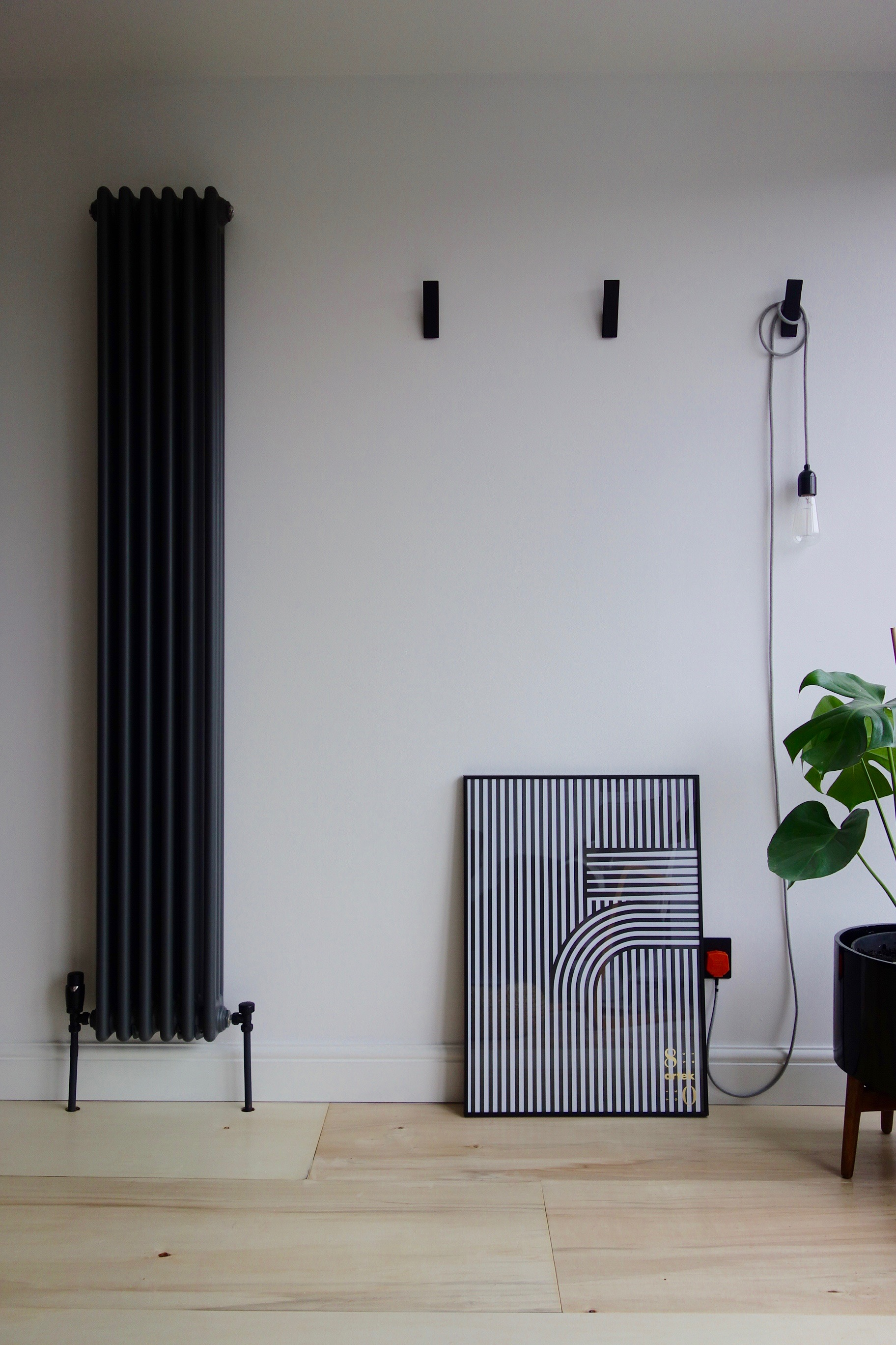 Vertical anthracite column radiator