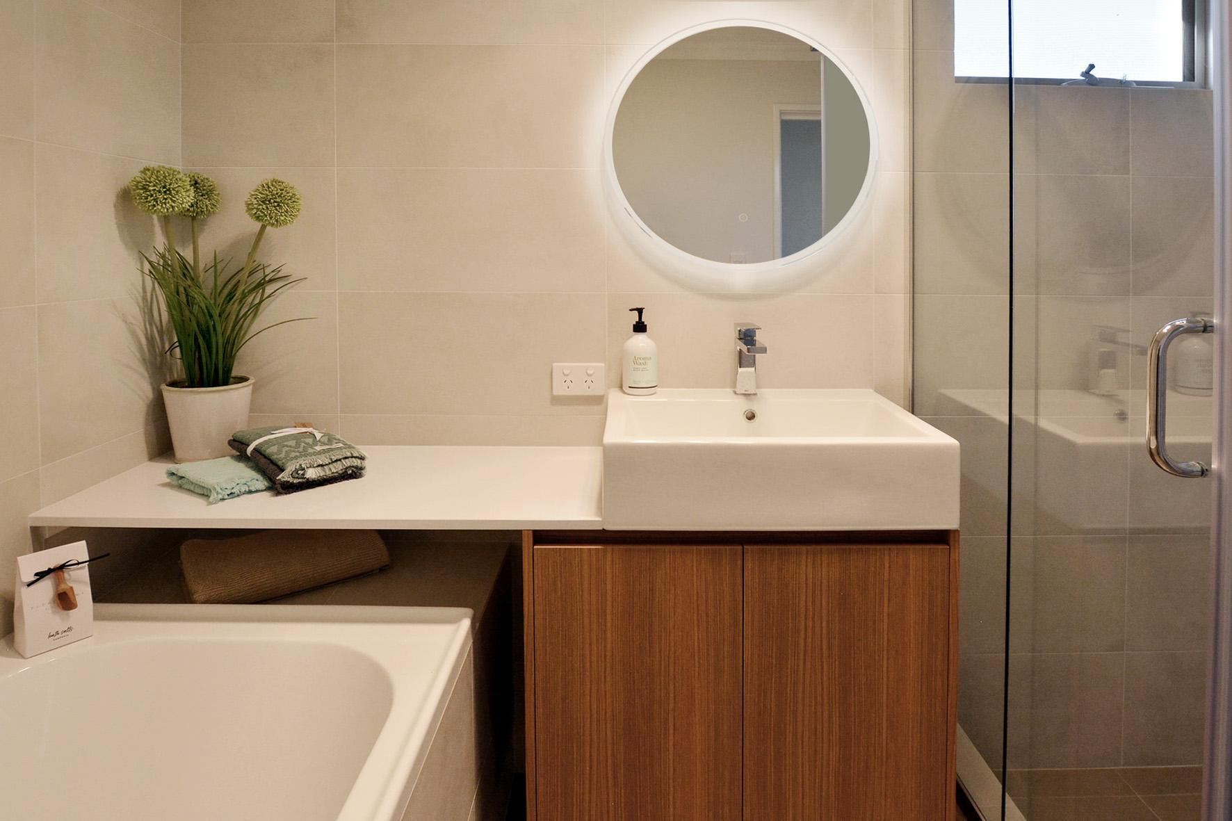 Bathroom1bglowsm