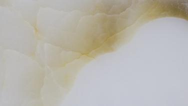 Onyx Bianco Gold.png